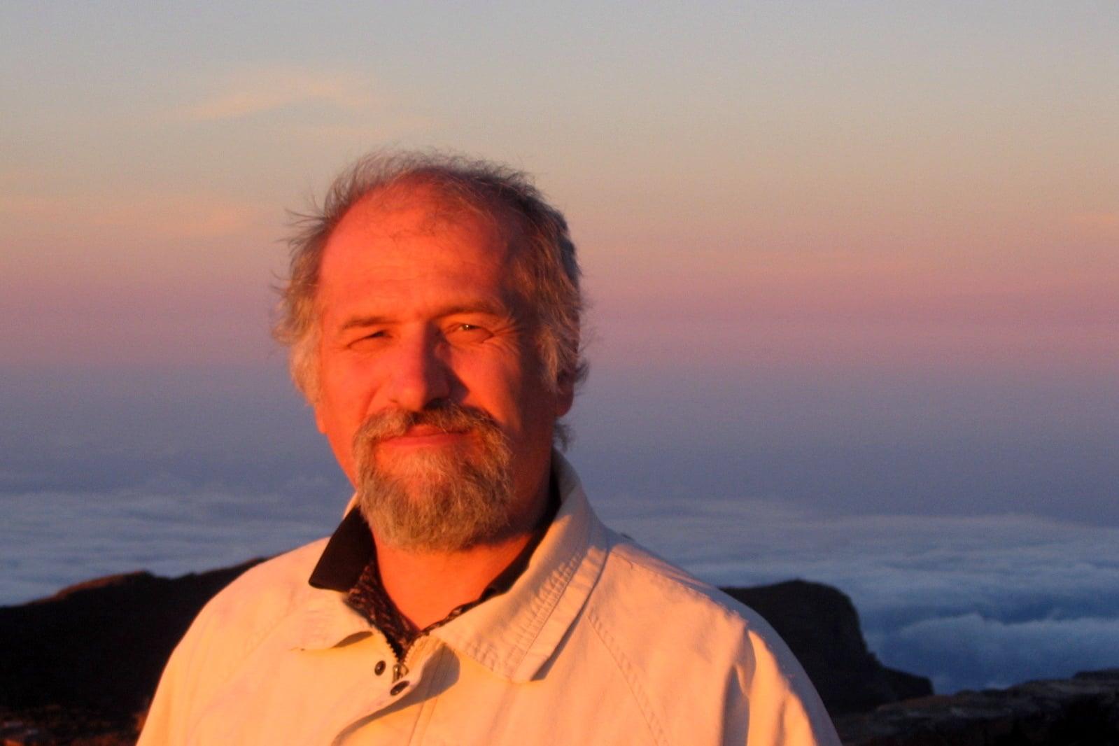 Dr. Robert S Howe MD
